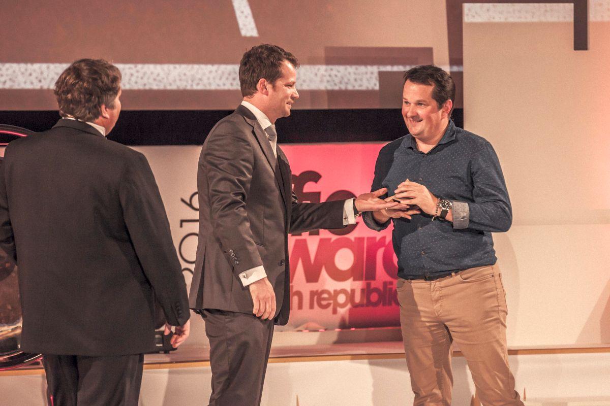 Filip Brodan (uprostřed) na vyhlašování cen Effie