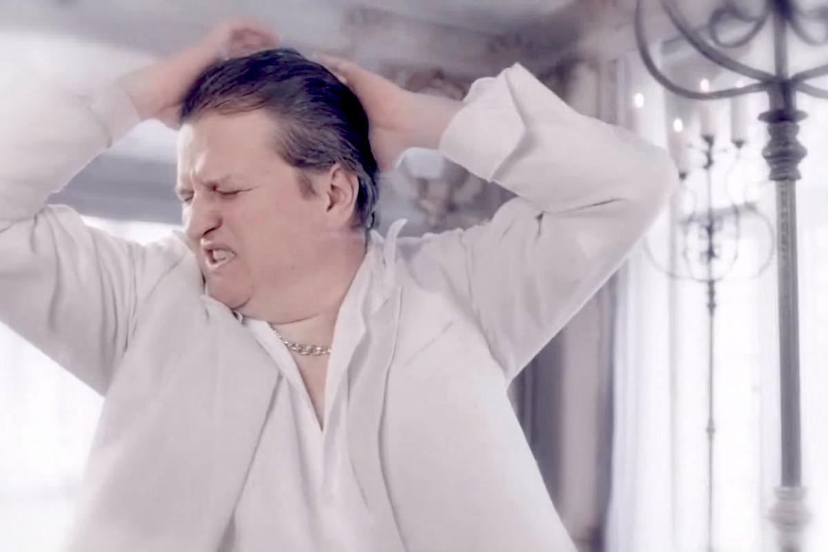Tomáš Jeřábek v hudebním klipu Air Bank