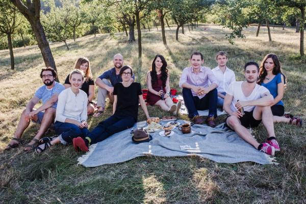 Pábení přijalo pět lidí a otvírá pobočku v Praze