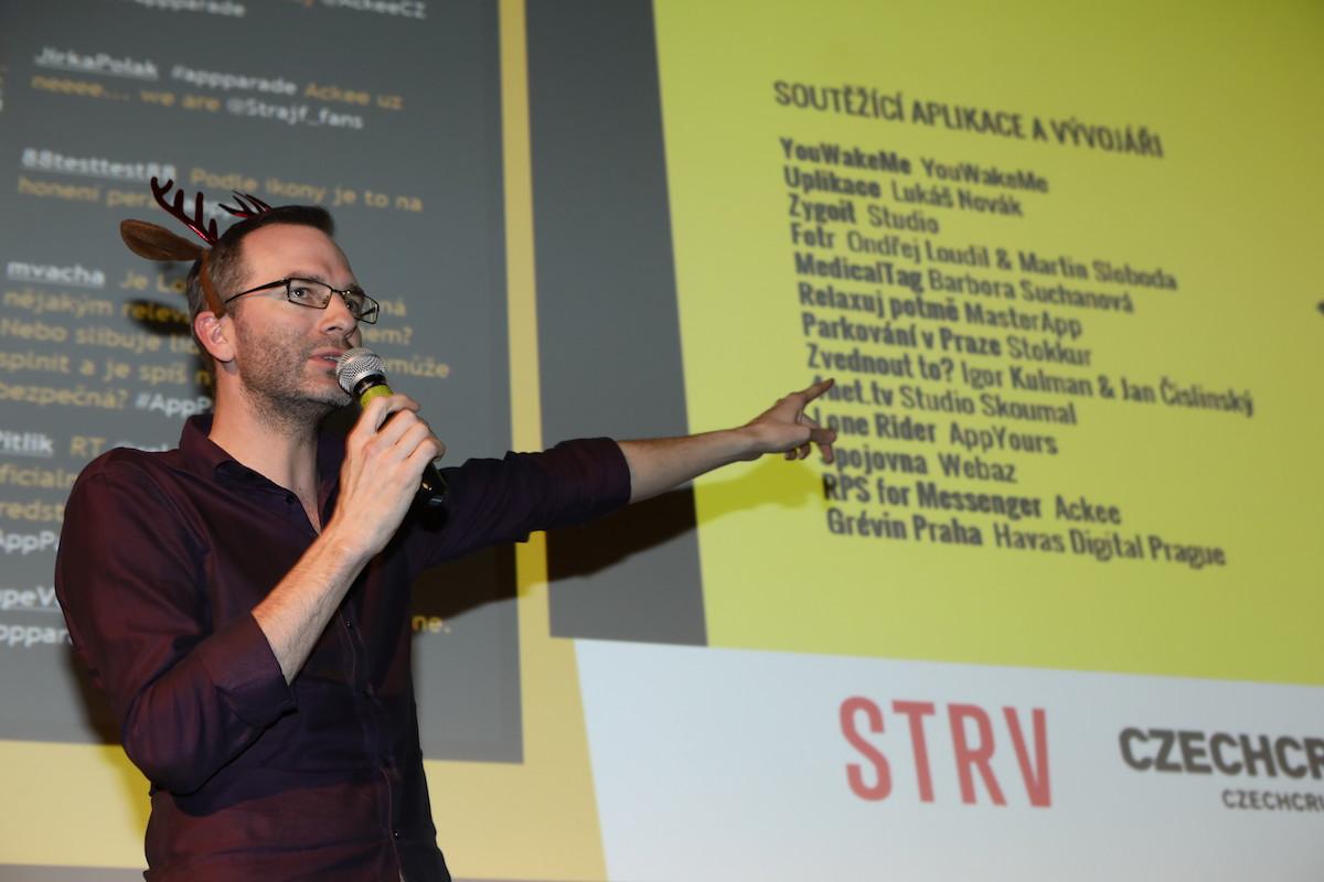 Konferenciér připomíná soutěžní pořadí