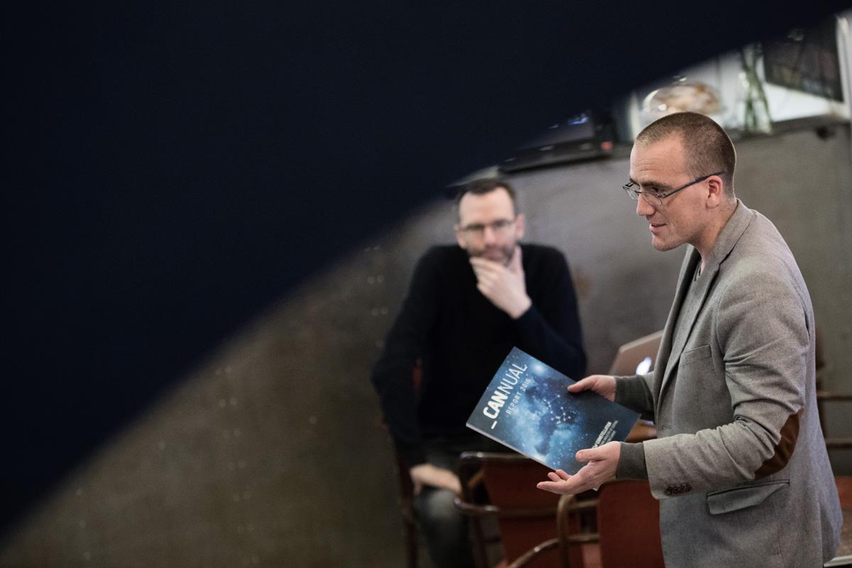 Petr Laštovka přinesl ročenku Cannual 2016 agentury Comtech. Foto: Mikuláš Křepelka