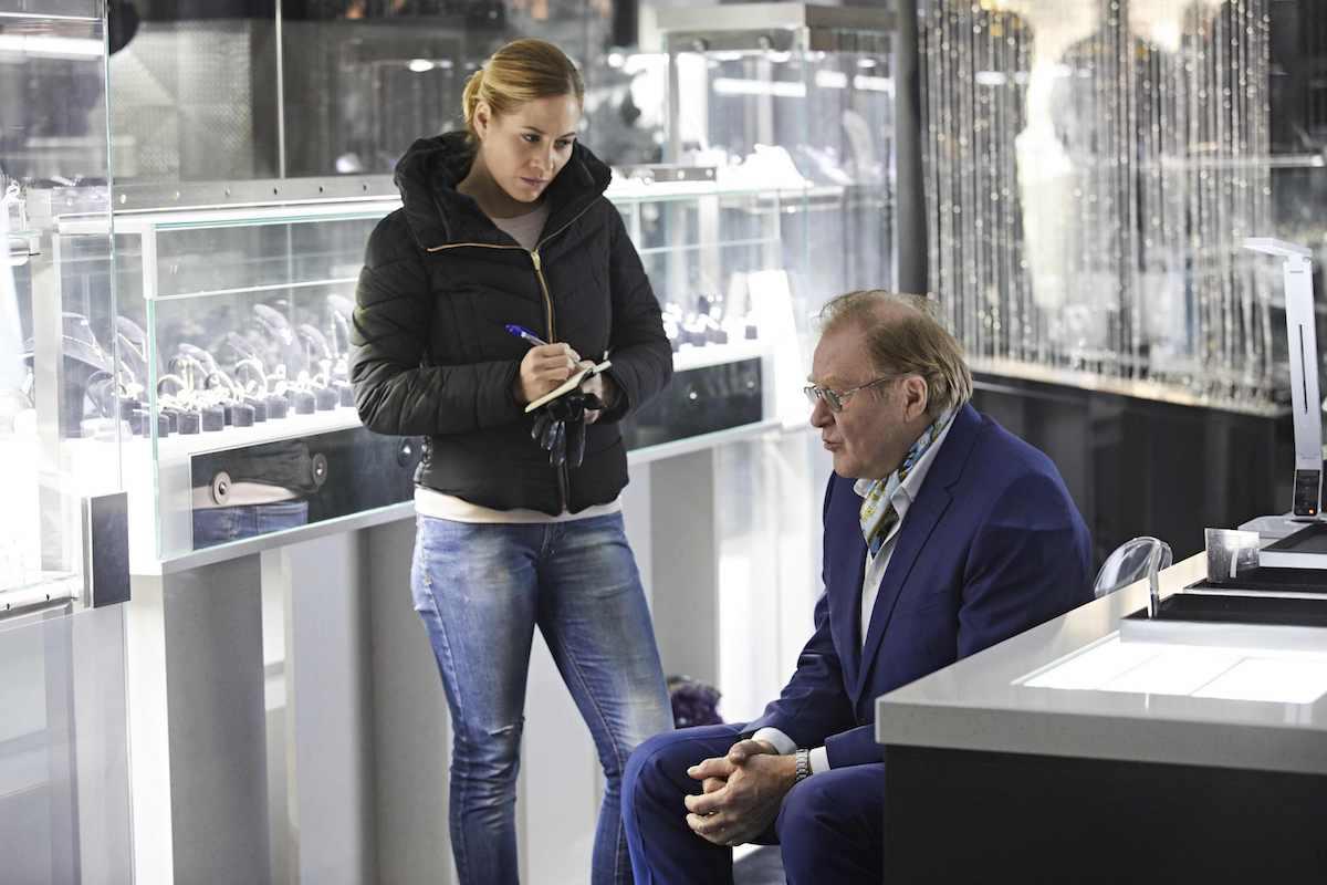 Zuzana Kajnarová a Jan Vlasák v seriálu Specialisté. Foto: TV Nova