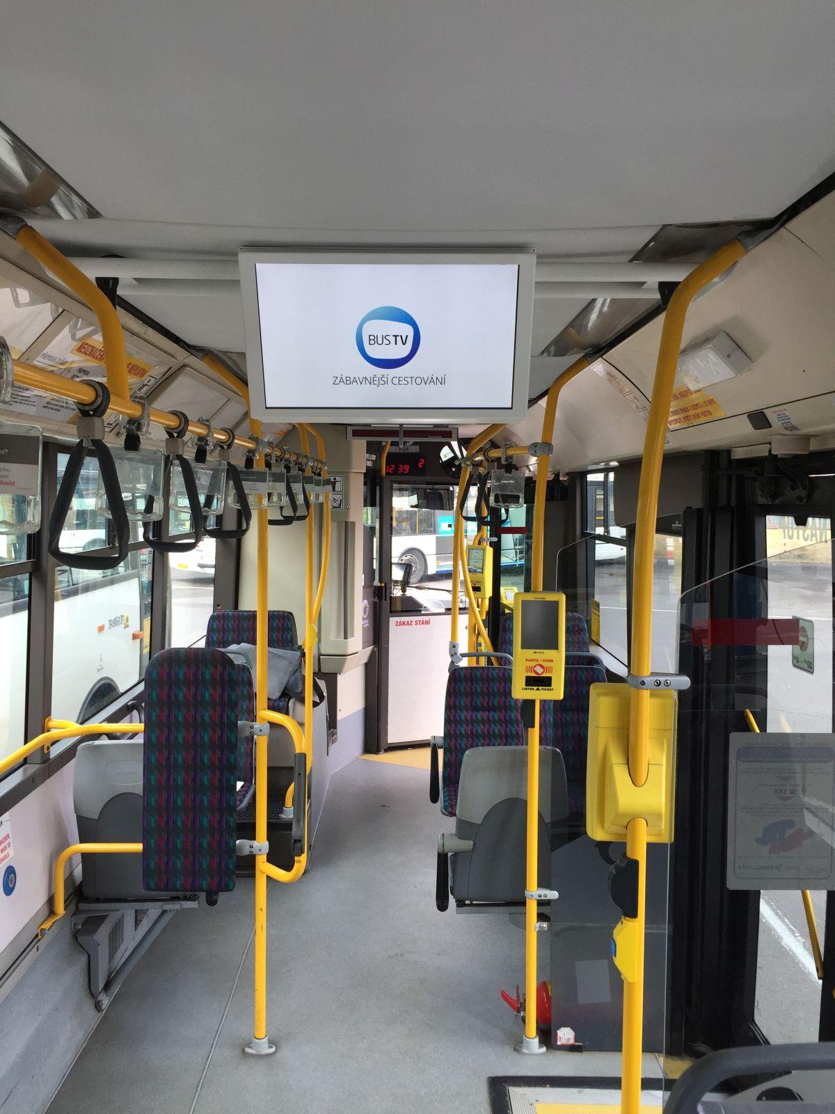 Bus TV tvoří oboustranné LCD jednotky, obraz je vysílán bez zvuku