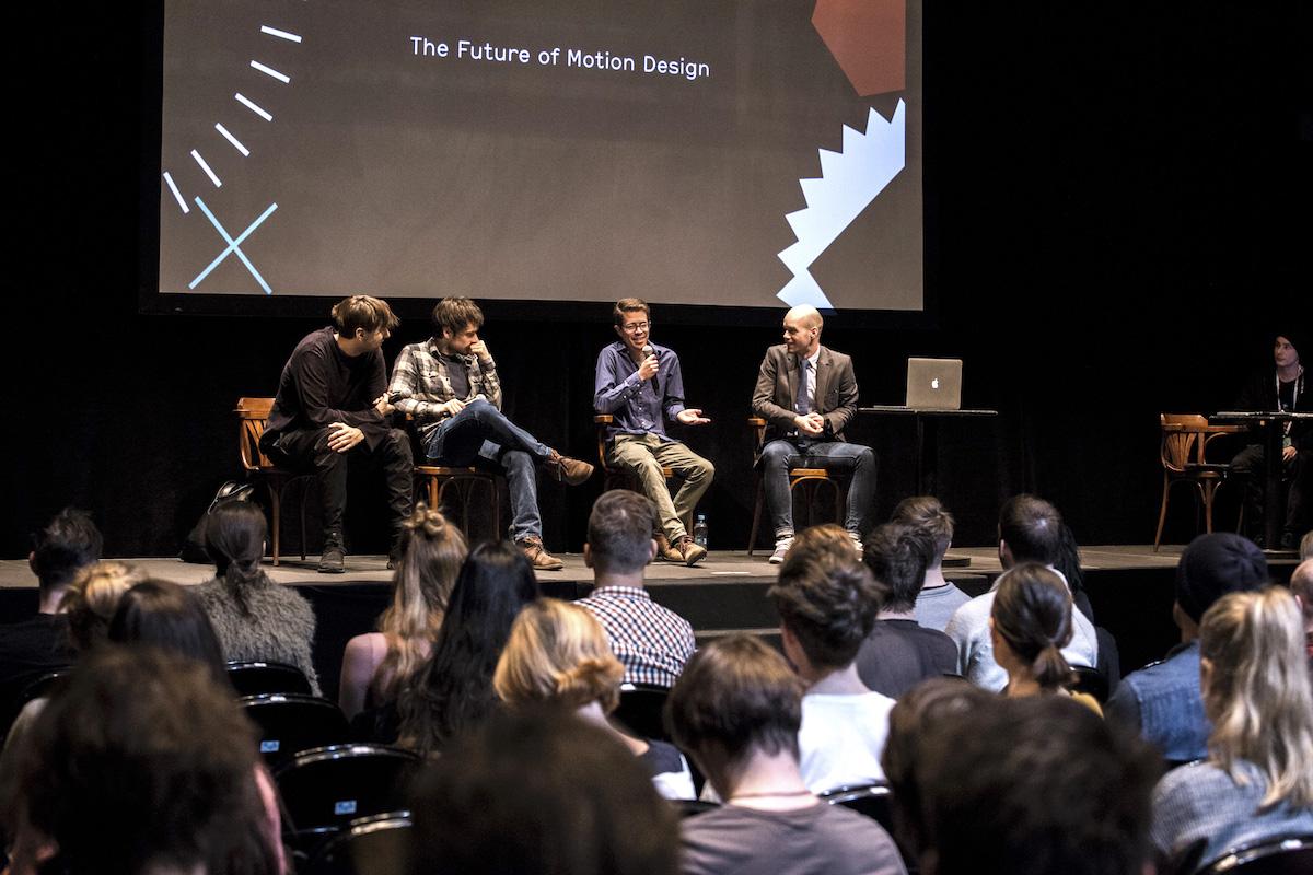 Zleva Simon Holmedal, Markus Eckert a John Schlemmer diskutují. Foto: Filip Gyore