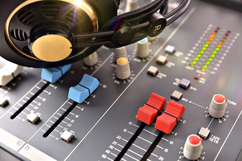 Radiožurnál zůstává jedničkou v poslechovosti, Impuls výrazně ztratil