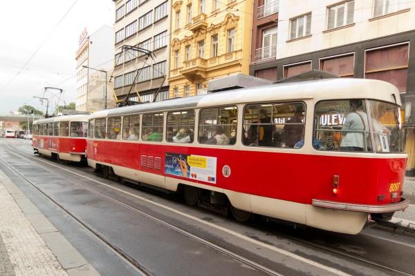 Odvolací soud vrátil rozhodnutí ohledně reklamy v pražské MHD