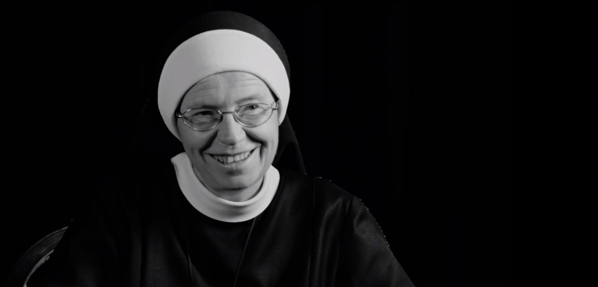 Řádová sestra Angelika v kampani Delloite