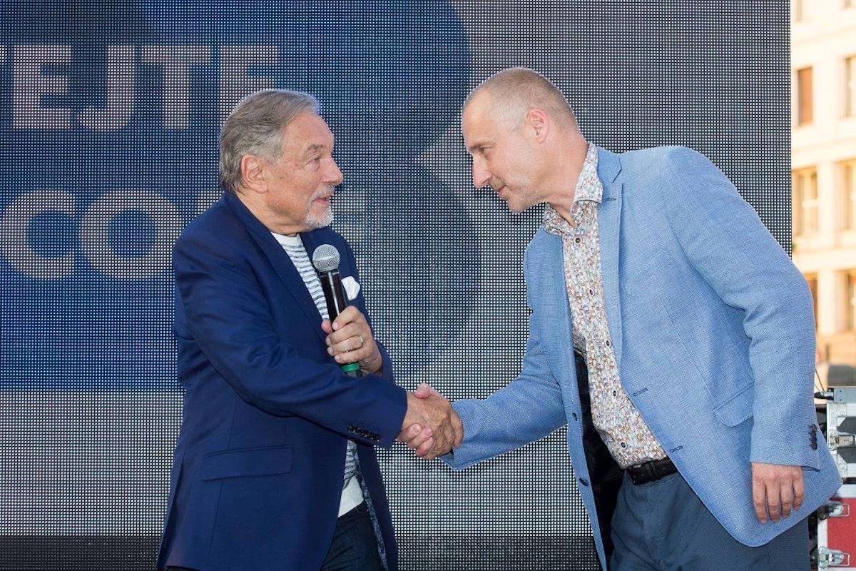 Karel Gott a Richard Fuxa na výstavě Gott My Life
