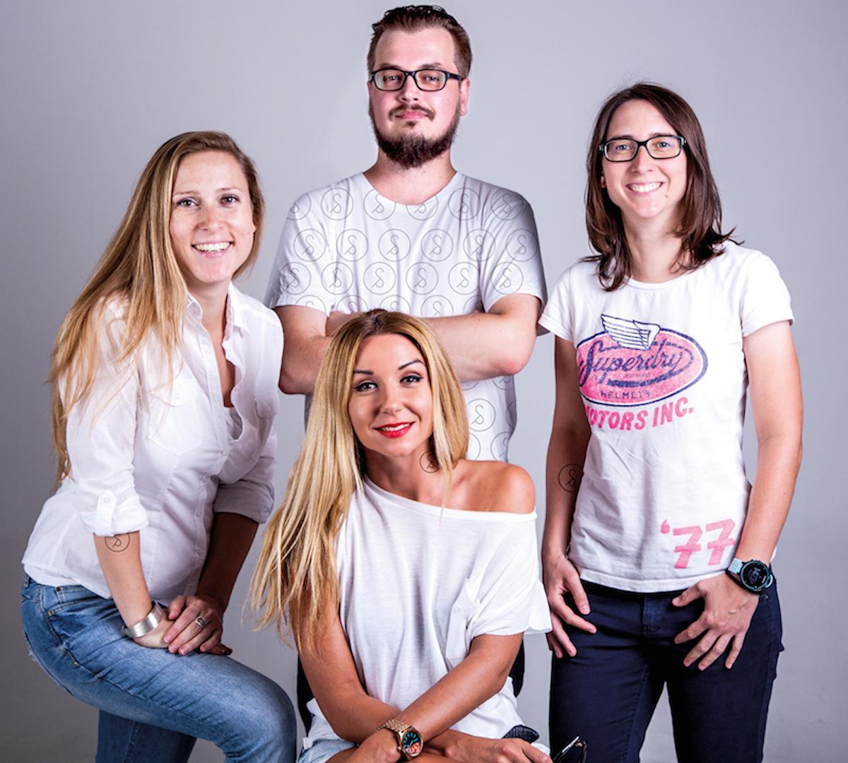 Nováčci ve Swimming Pool: zleva Eva Fišerová, Zuzana Klenová, Jacek Kaczmarek, Iva Frühaufová