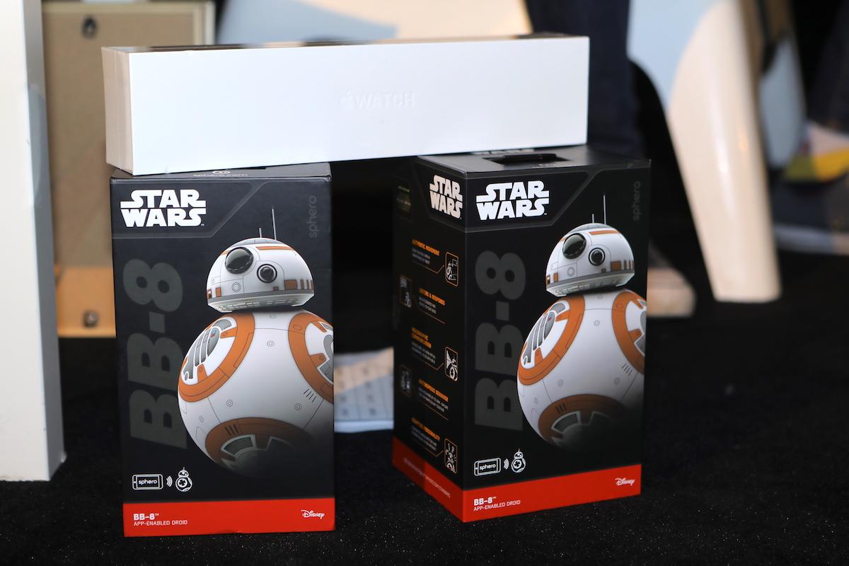 Vývojáři soutěžili o Apple Watch 2, pro diváky byl připraven droid Sphero