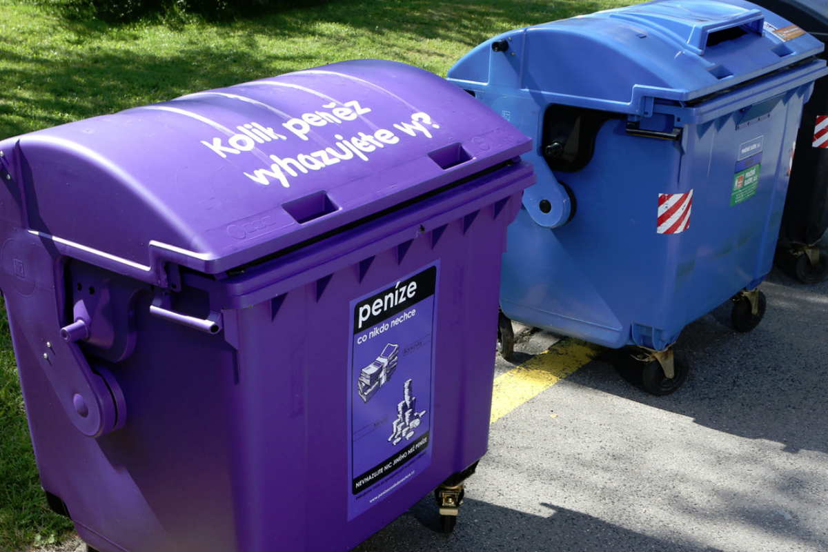 Nebrandovaná část kampaně Bohemia Energy představila fialové kontejnery v ulicích.
