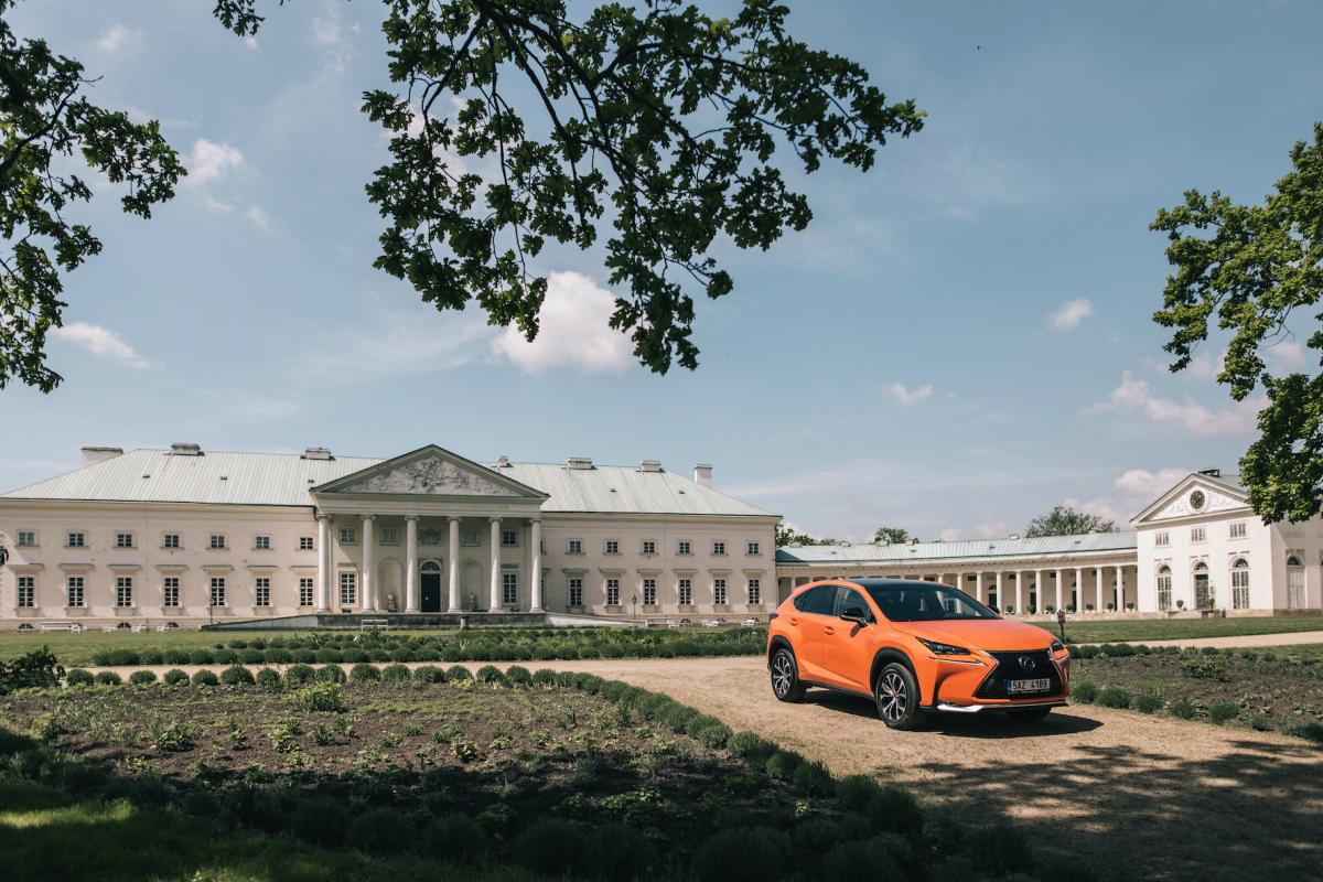 Vizuál k nové kampani luxusních vozů Lexus focený na zámku Kačina.