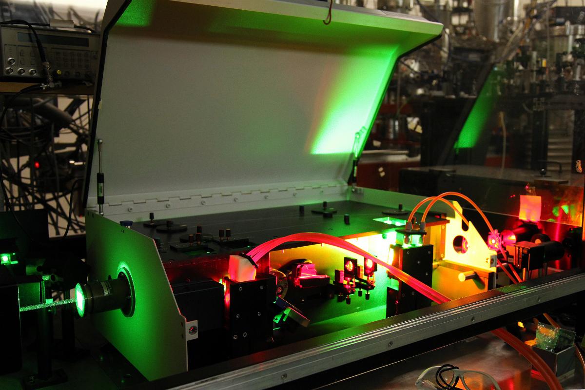 Cluster Beam Apparatus neboli CLUB, díky kterému vědci zkoumají například otázky vzniku života ve vesmíru