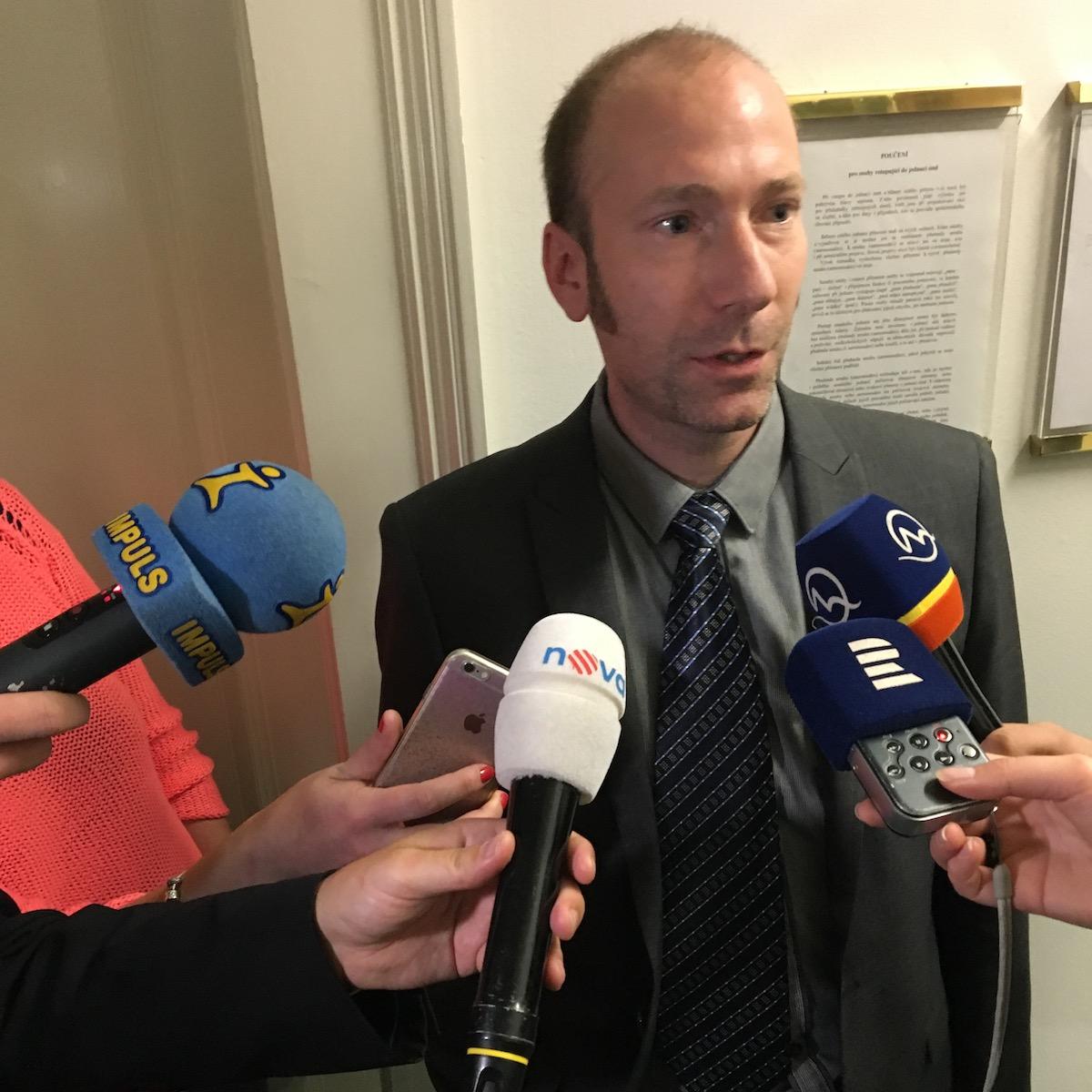 Advokát Pirátů Jan Šulc dnes u soudu