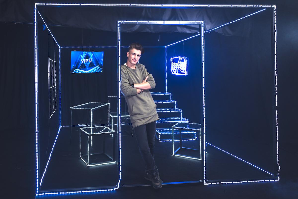 Filip Kynych ve studiu pořadu VIP U