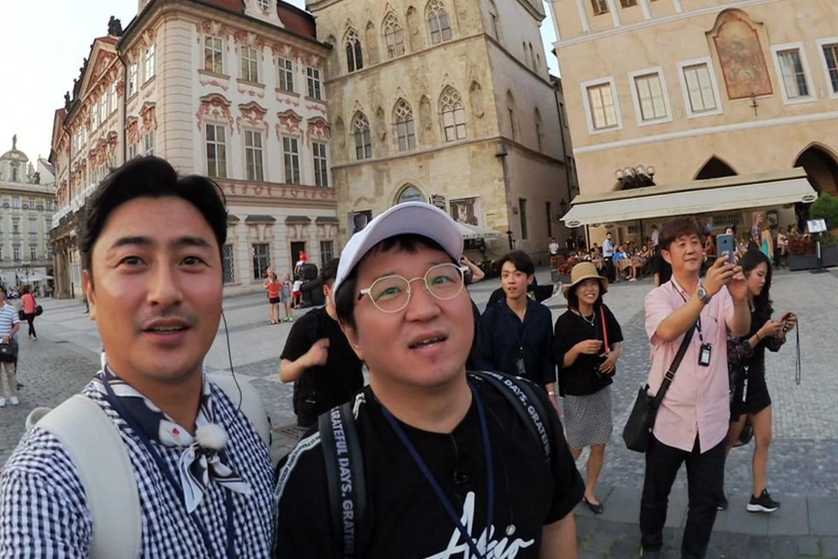 Hlavními postavami cestovatelské reality show jsou korejské celebrity