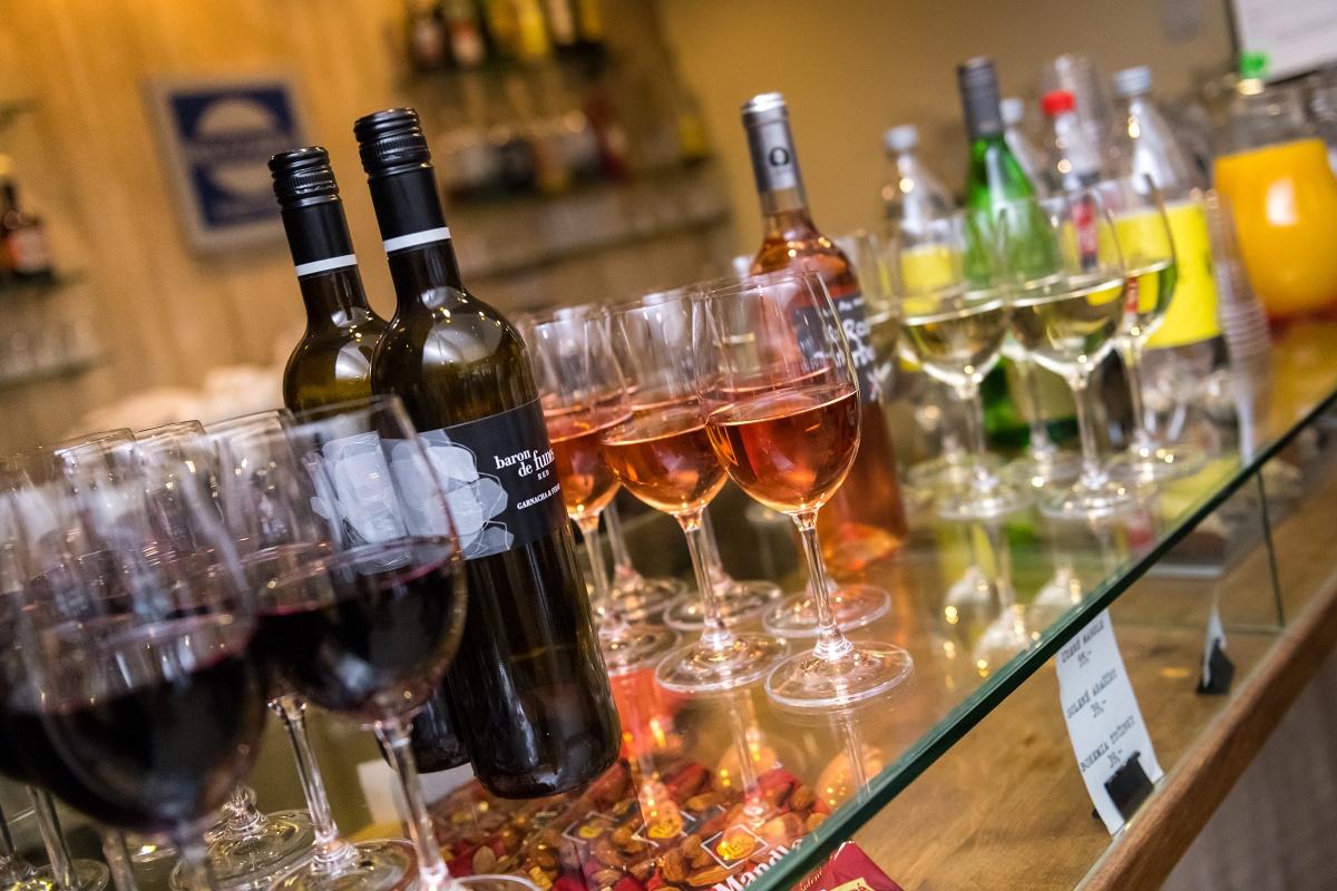 Catering nezapomněl na víno