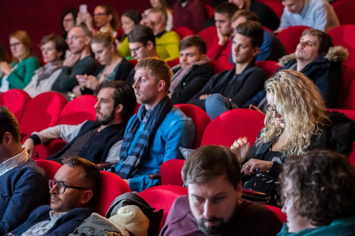 V publiku zasedli klienti, zástupci agentur i médií