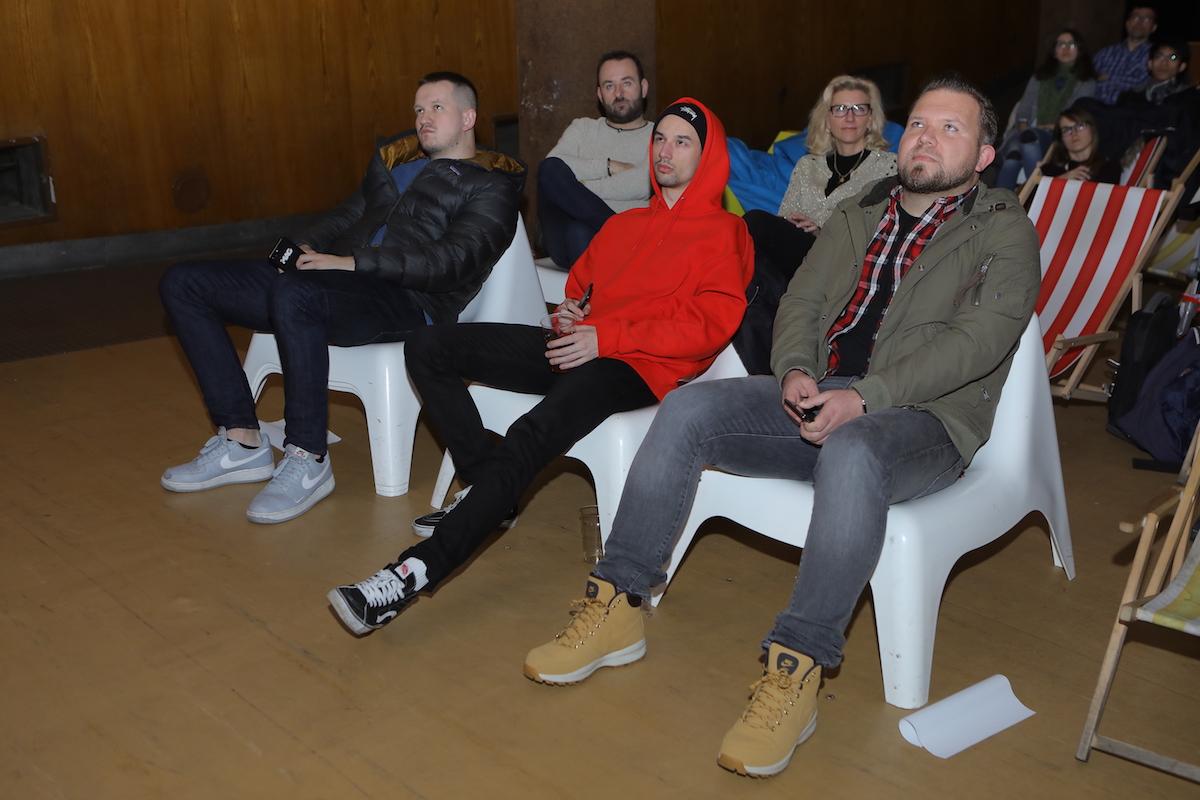 První řadu tradičně obsadili i přední čeští influenceři: zleva Kretík, Čumrik, Pflanzer. Foto: Tomáš Pánek