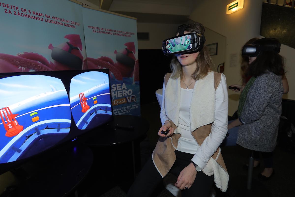 Prezentace virtuální reality Sea Hero ve foyer