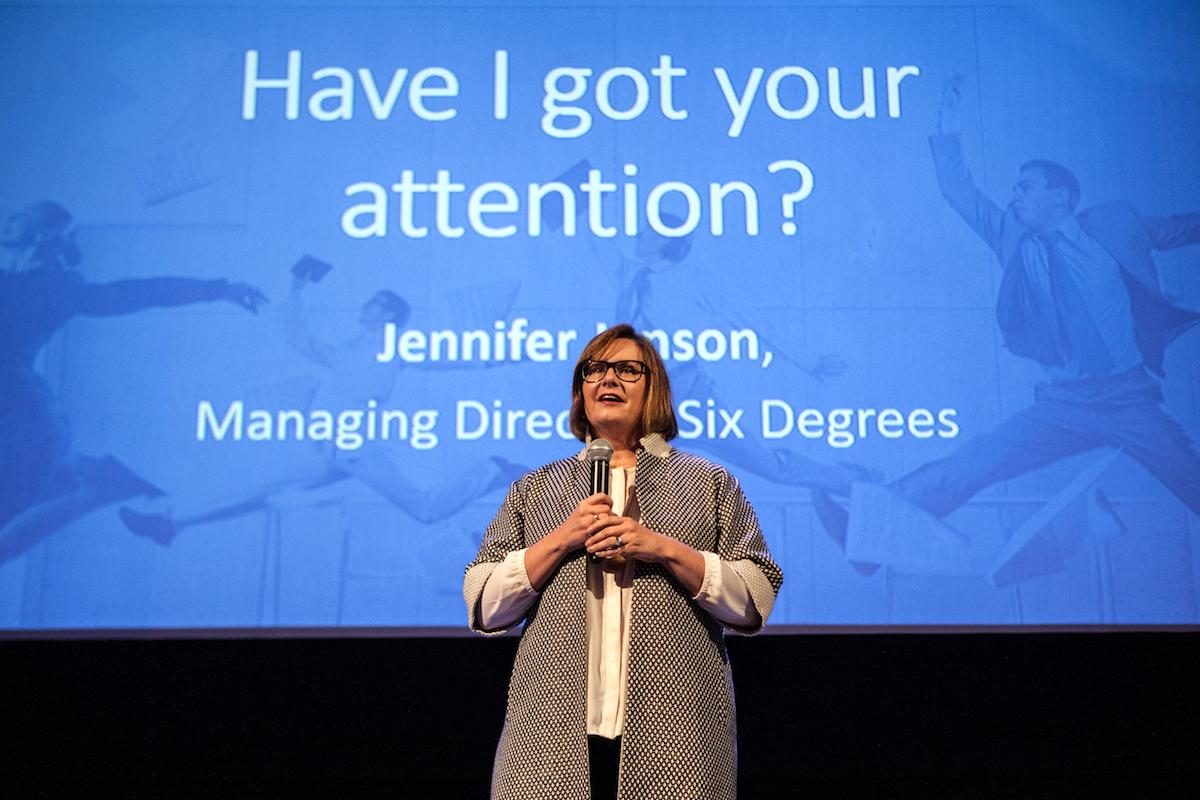 Jennifer Janson na konferenci Earned Media 2017, kterou v Praze uspořádala agentura Konektor Social