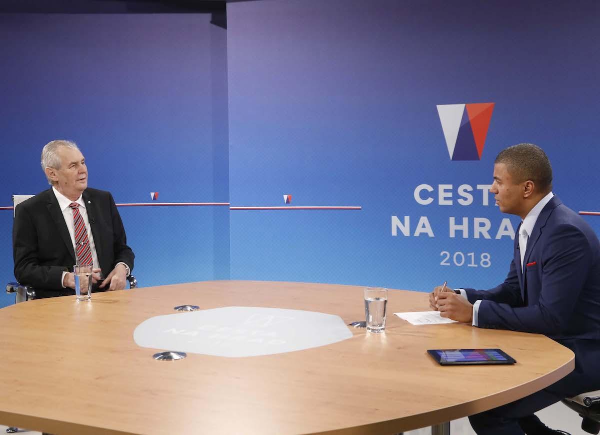 Debatu se Zemanem moderoval Rey Koranteng. Foto: TV Nova