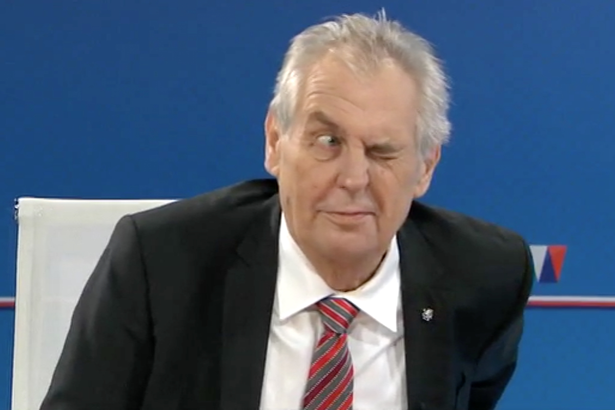 Miloš Zeman předsvědčoval moderátora, že netrpí neduhy, které se mu přičítají. Repro: TV Nova