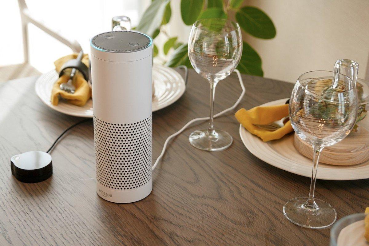 Umělá inteligence Alexa v přístrojích od Amazonu umí ovládat přístroje v domácnosti prostřednictvím hlasových příkazů. Foto: Profimedia.cz