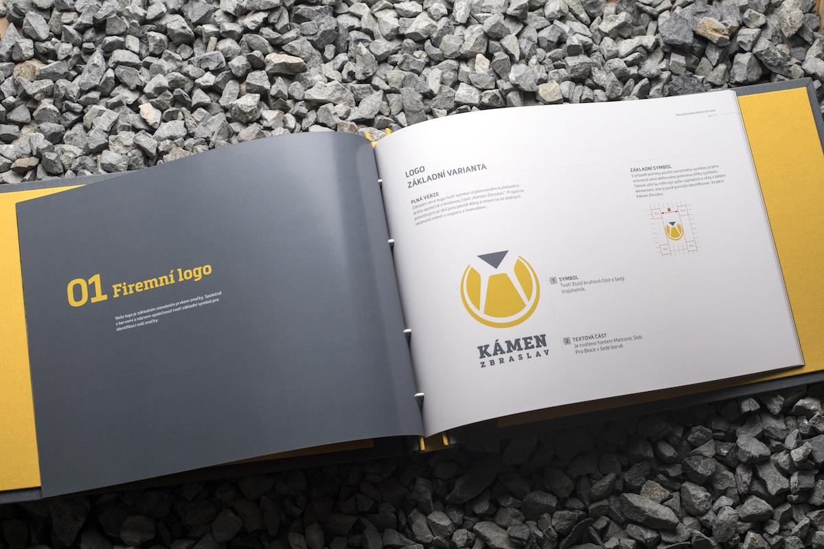 Aplikace nové vizuální identity Kamene Zbraslav od studia Refresh