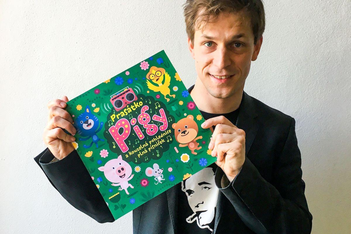 Igor Orozovič s albemPrasátko Pigy a kouzelná pohlednice plná písniček