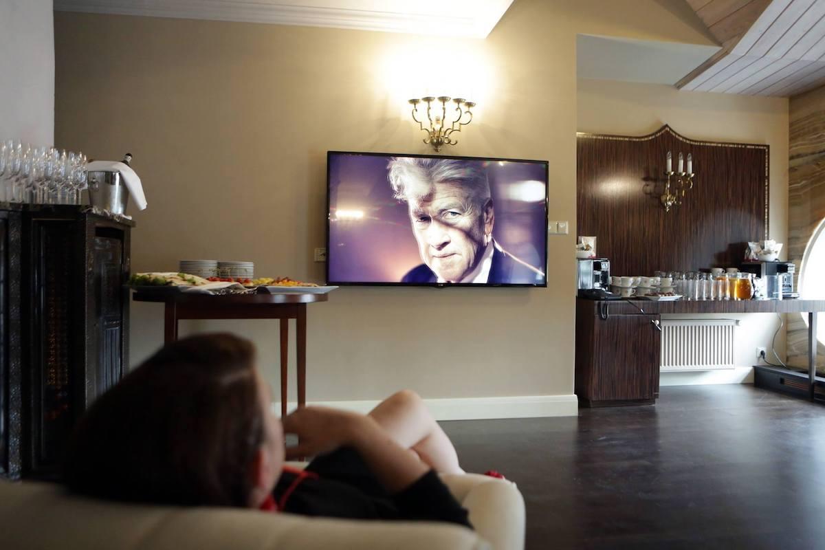 V hotelu Grandezza probíhal pokus o nejdelší zírání na portrét Davida Lynche. Foto: Serial Killer