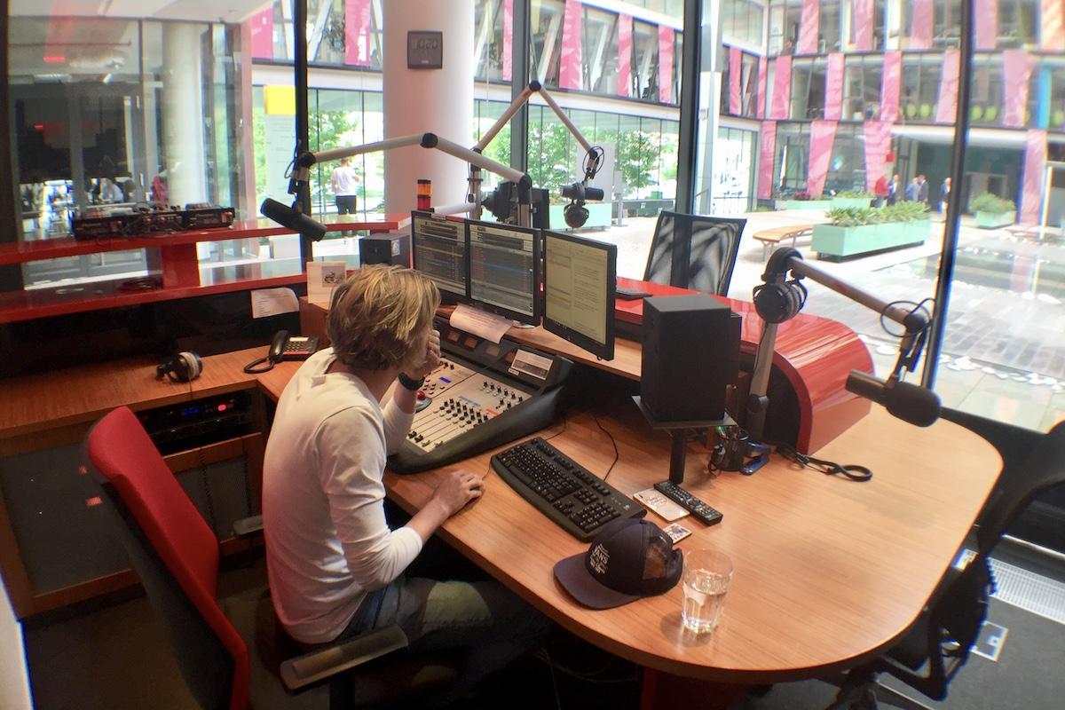 Rádio Expres FM v budově Amazon Court v pražském Karlíně