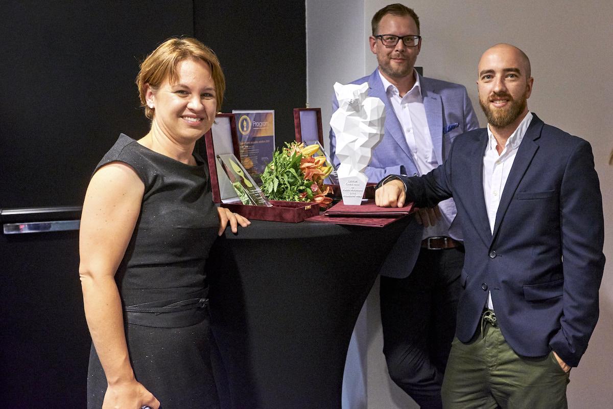 Miroslav Popel a Lluís Rotger z Geometry Global s cenou Lemur pro absolutního vítěze