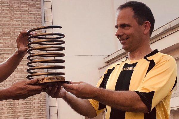 Farář Hobza převzal putovní trofej Zlaté pero