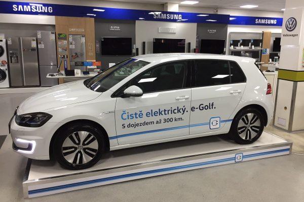 """""""Prodávat elektromobily je od Alzy chytré PR, otázku záručních servisů ale neřeší"""""""
