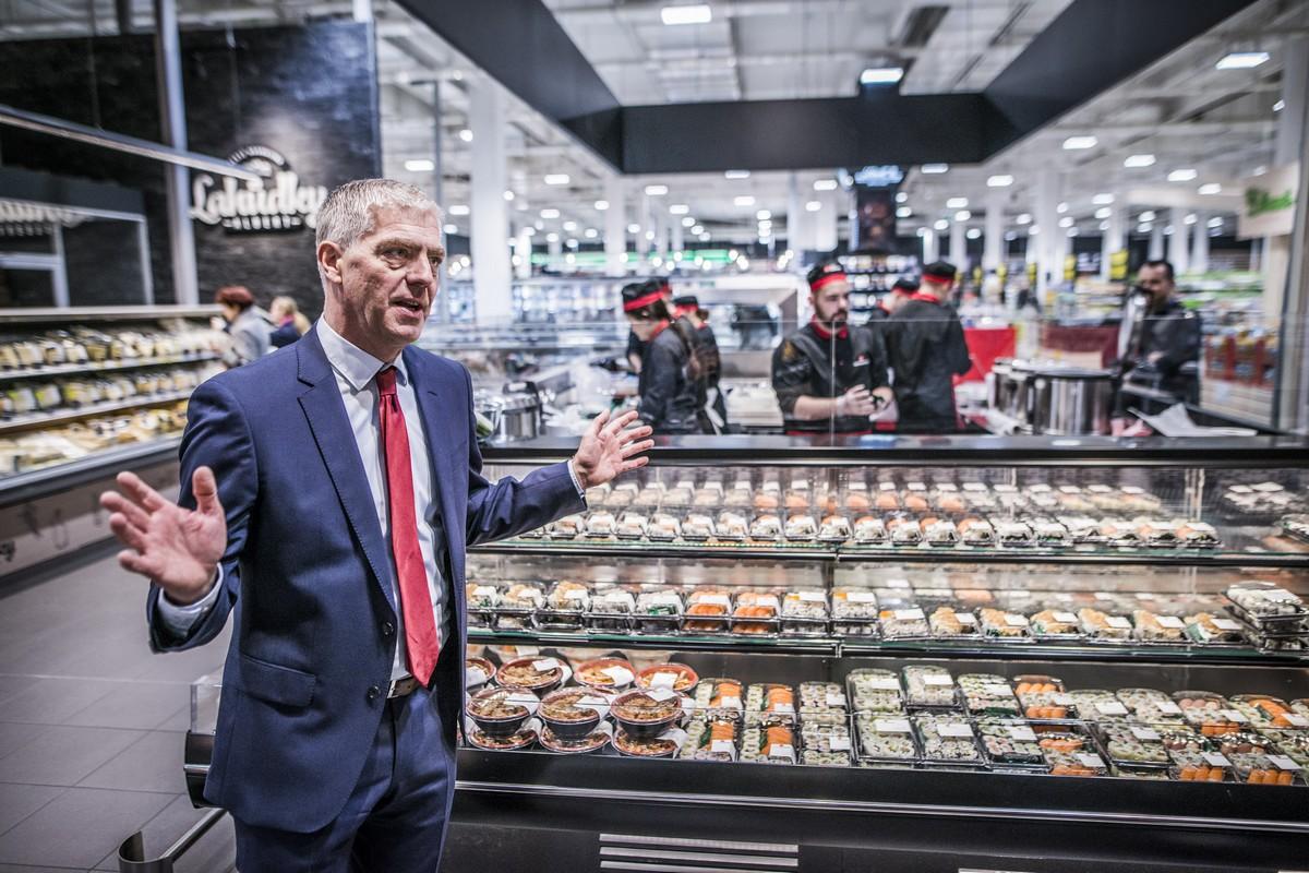 Jesper Lauridsen u nového koutku se sushi