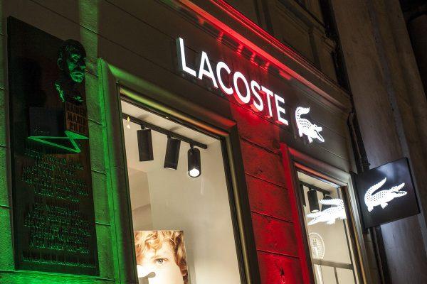 Značka Lacoste předělala obchod na pražských Příkopech