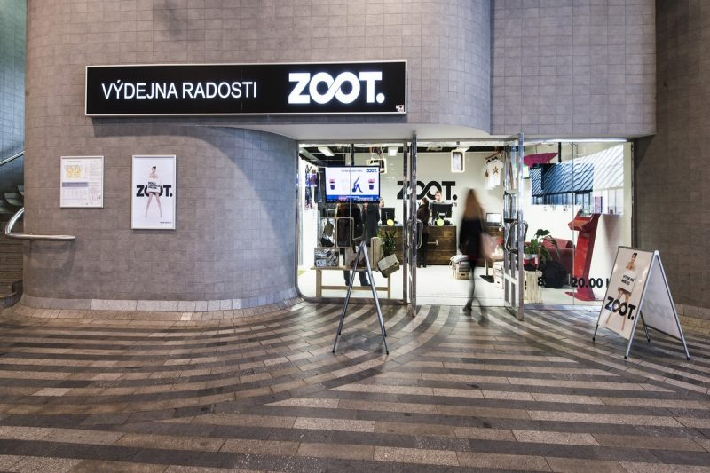Zoot seškrtal výdaje na marketing na třetinu