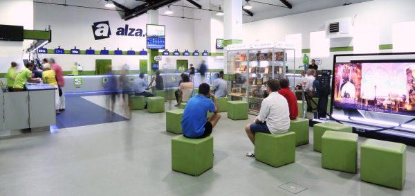 """Alza s """"prodejnou budoucnosti"""" na Floře uspěla, další otevře na Budějovické"""