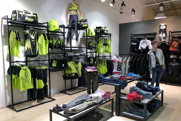 Oblečení Boxeur Des Rues má svou druhou prodejnu v Česku, ve Freeportu v Hatích
