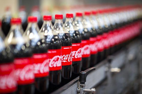 V řetězcích v květnu nejčastěji zlevňovaly Madeta a Coca-Cola