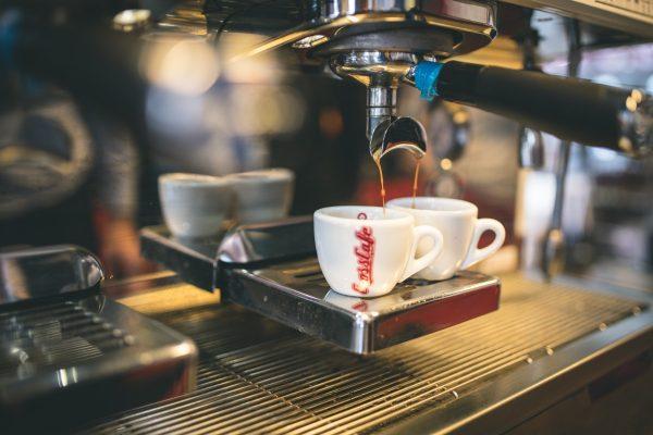 CrossCafe otevře první pobočku pro řidiče Drive, v Hradci Králové