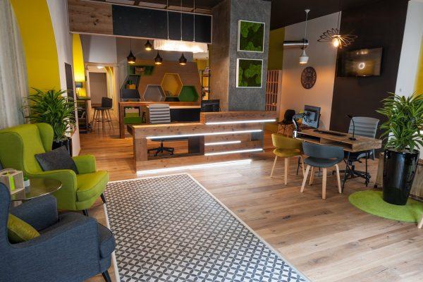Pojišťovna Direct zavádí nový kavárenský koncept, dotazy vyřizuje na baru