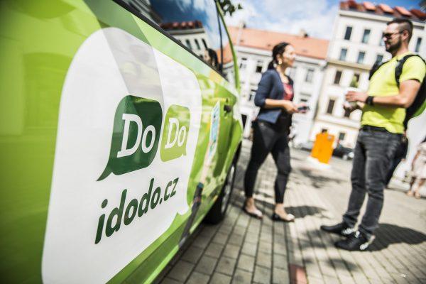 KFC ve spolupráci s Dodo posiluje rozvoz jídla v Praze, Plzni a Brně