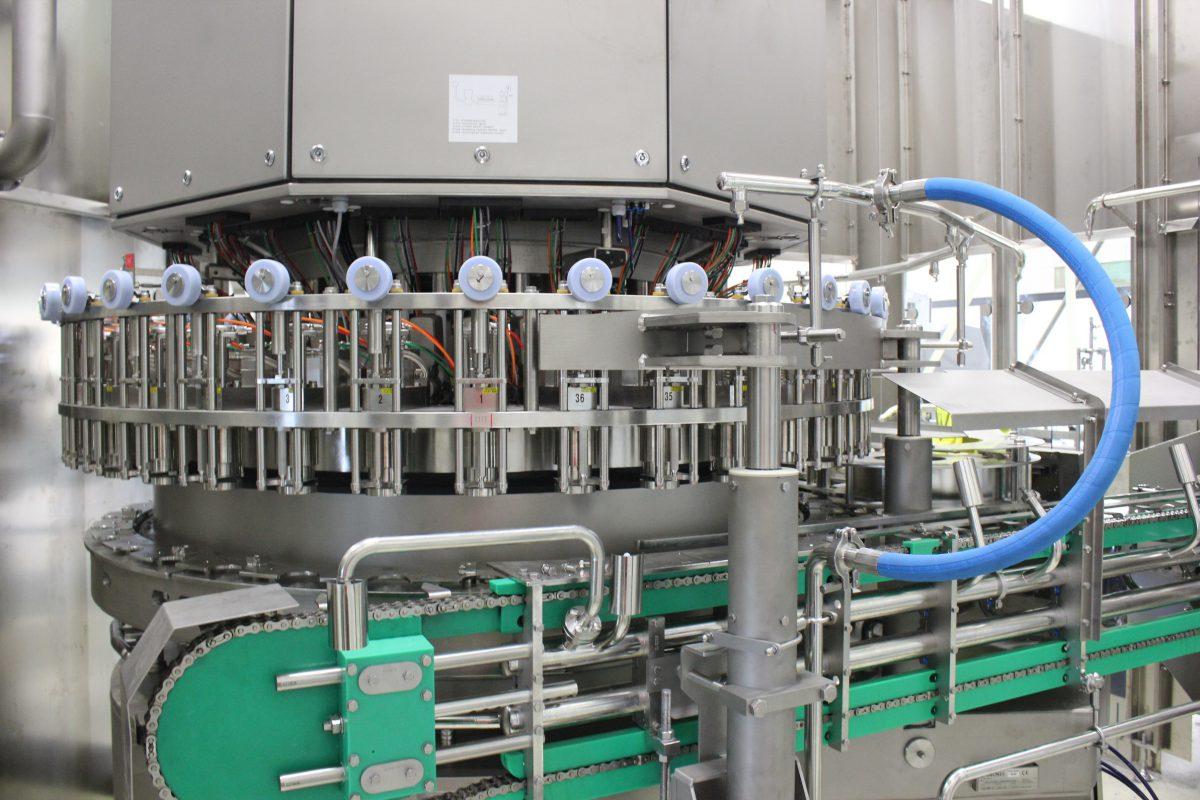 Pivovar Svijany instaluje novou stáčecí linku na plechovky