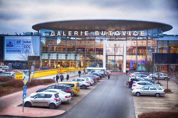 Galerie Butovice po rekonstrukci: food court o půlku větší, přibyla třípodlažní Kika