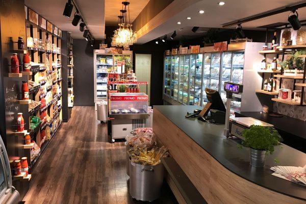 Pizza Coloseum v retailu: má první prodejnu italských potravin Colonial Coloseum