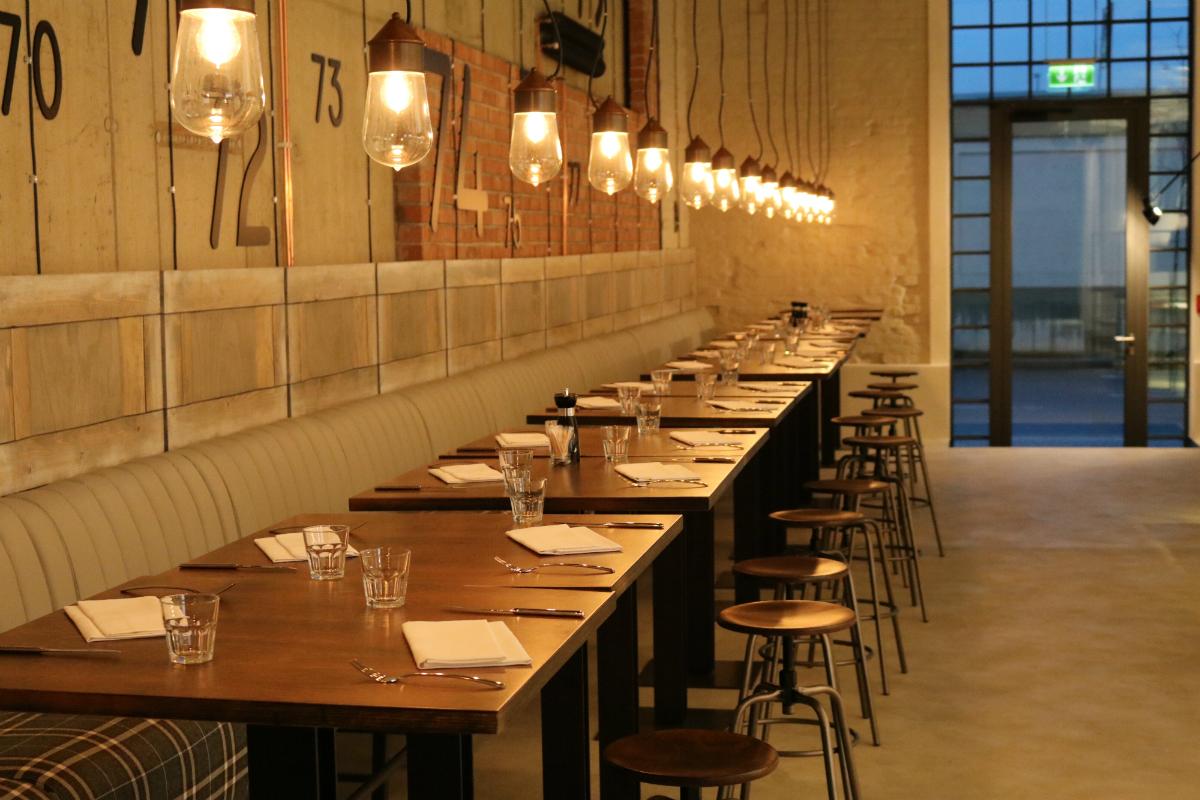 Interiér nové restaurace od Sodexo