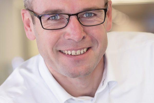 Vodafone opouští generální ředitel Jiří Báča, firmu dočasně povede Petr Dvořák