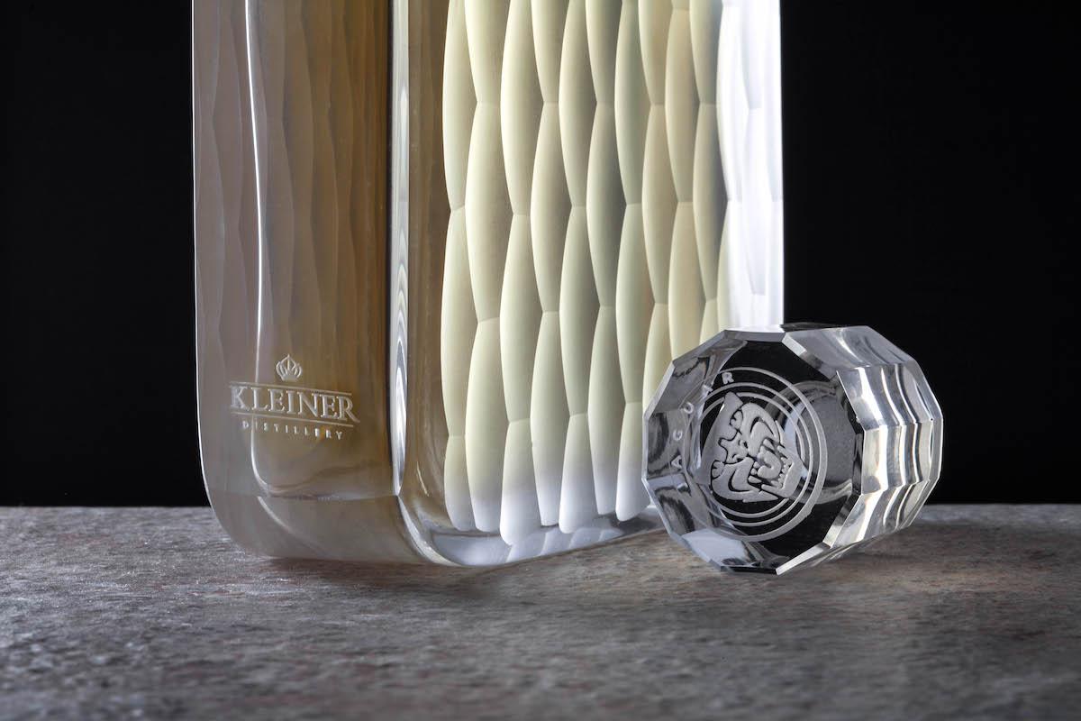 Kleiner Jaguar, lahev navržená Rony Pleslem